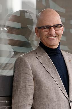 Boekhouder Johan van Merrienboer van administratiekantoor Delft
